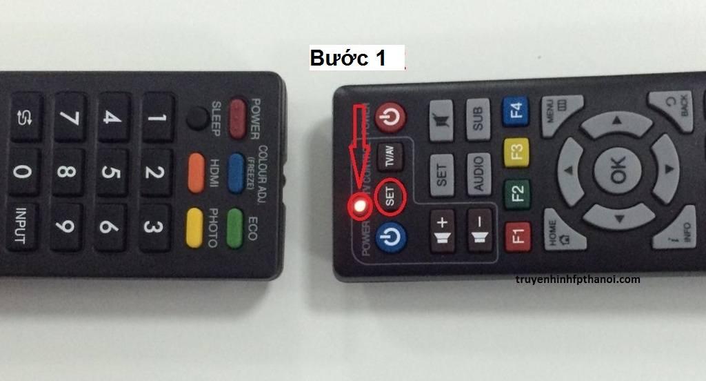 Bước 1: để điều khiển tivi và điều khiển Fpt đối diện nhau